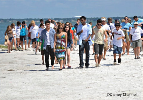 disney-channel-friends-for-change-tampa-cleanup-nick-jonas-demi-lovato.jpg