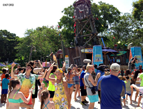 disney-channel-teen-beach-2-beach-party-scene-typhoon-lagoon.jpg