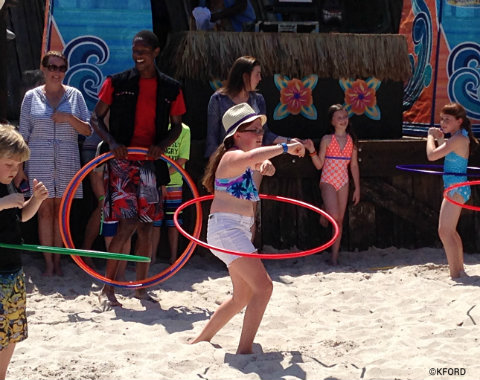 disney-channel-teen-beach-2-beach-party-typhoon-lagoon-hula-hooping.jpg
