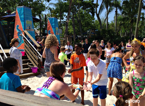 disney-channel-teen-beach-2-beach-party-water-balloons.jpg