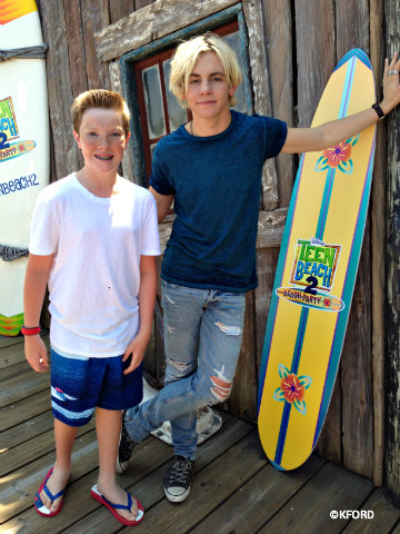 disney-channel-teen-beach-2-ross-lynch-carter.jpg