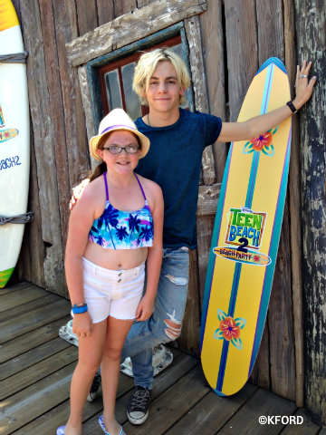 disney-channel-teen-beach-2-ross-lynch-lauren.jpg