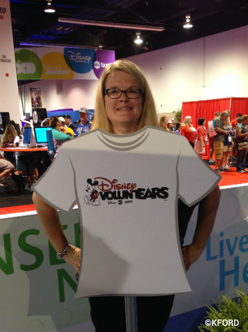 disney-citizenship-d23-expo-voluntEAR-photo-op.jpg