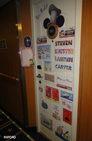 disney-cruise-line-door-magnets.jpg