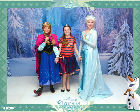 disney-cruise-line-frozen-meet-greet-ford-family.jpg