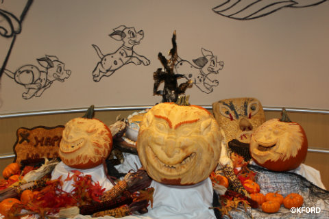 disney-dream-halloween-animators-palate-table.jpg