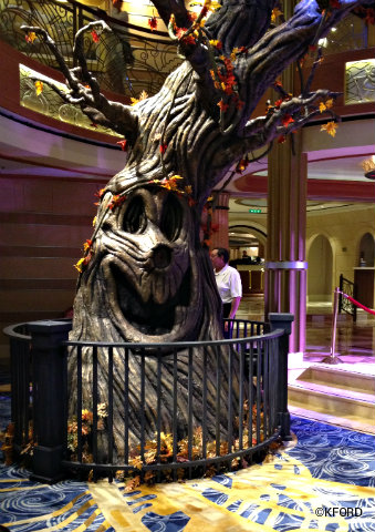 disney-dream-halloween-barren-pumpkin-tree.jpg