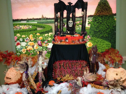 disney-dream-halloween-enchanted-garden-table.jpg