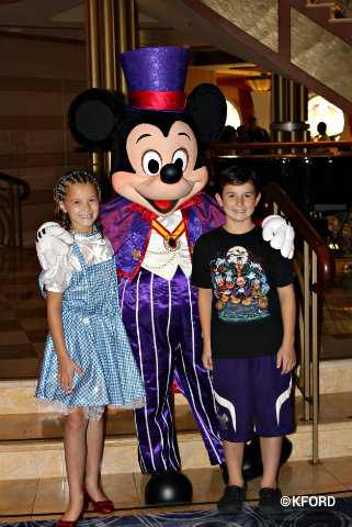disney-dream-halloween-mickey-and-kids.jpg