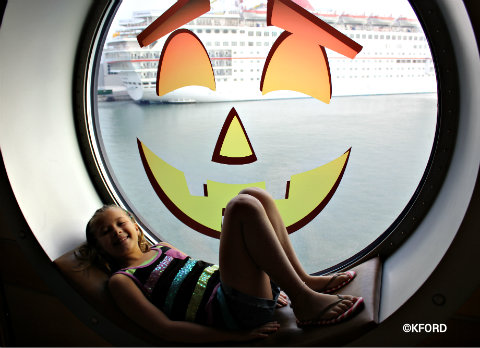 disney-dream-halloween-pumpkin-window.jpg