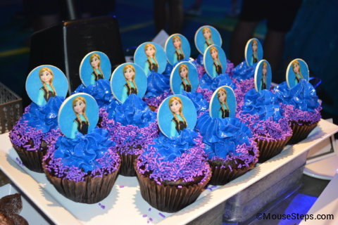 disney-frozen-summer-fun-premium-package-anna-cupcakes.jpg