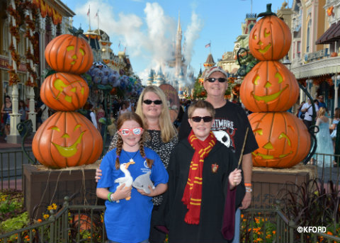 disney-halloween-party-town-square-photo-op.jpg