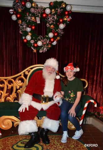 disney-mickeys-very-merry-christmas-party-2017-santa-lauren.jpg