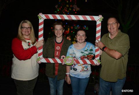 disney-mickeys-very-merry-christmas-party-family-photo-op.jpg