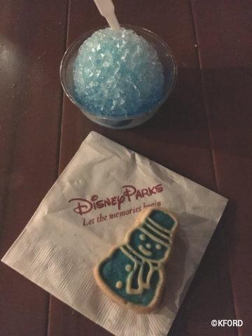 disney-mickeys-very-merry-christmas-party-snow-cone-snowman-sugar-cookie.jpg