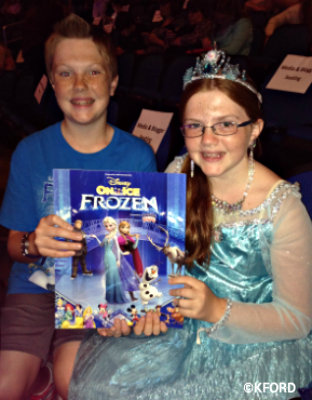 disney-on-ice-frozen-kids-with-program.jpg