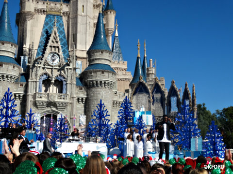 disney-parks-christmas-day-parade-cinderella-castle.jpg