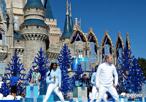 disney-parks-christmas-day-parade-dancers.jpg