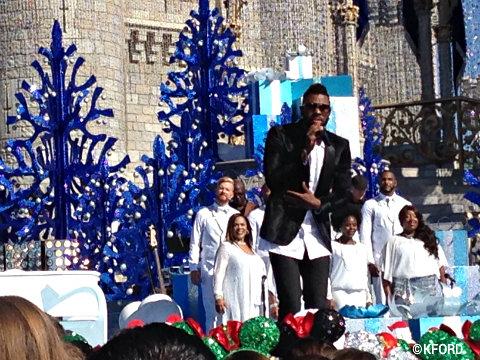 disney-parks-christmas-day-parade-jason-derulo.jpg