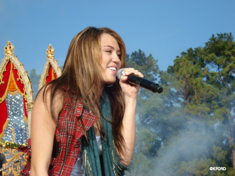 disney-parks-christmas-day-parade-miley-cyrus.jpg