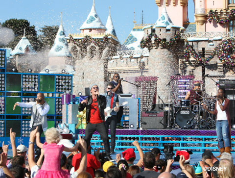 disney-parks-christmas-day-parade-tobymac.jpg