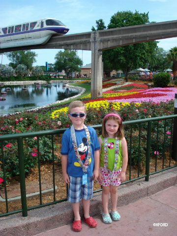 disney-photo-epcot-monorail.jpg