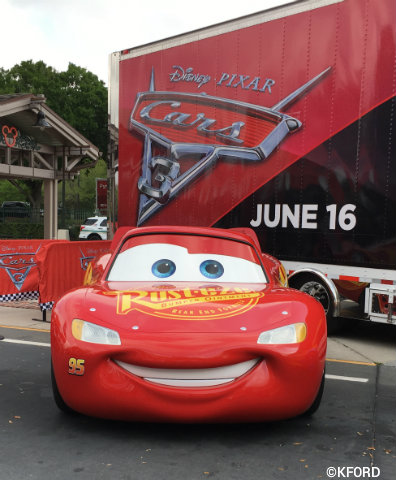 disney-pixar-cars3-road-to-the-races-lightning-mcqueen.jpg