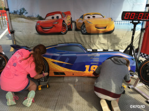 disney-pixar-cars3-road-to-the-races-pit-crew-competition.jpg