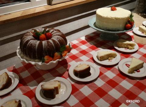 disney-springs-homecoming-kitchen-shine-bar-hummingbird-cake-shine-cake.jpg