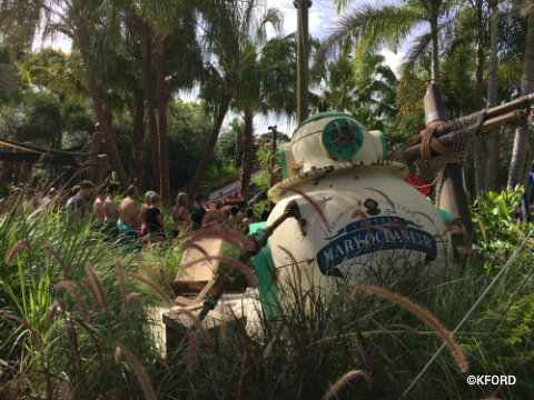 disney-typhoon-lagoon-miss-adventure-falls-dive-chamber-prop.jpg