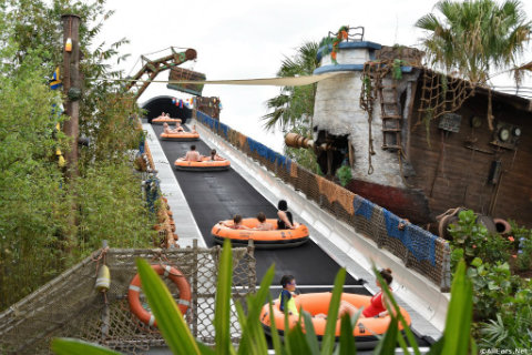 disney-typhoon-lagoon-miss-adventure-falls-rafts-on-conveyor-belt.jpg