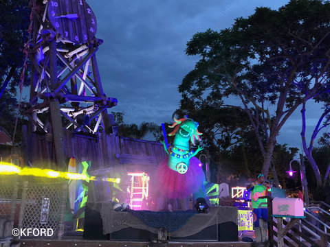 disney-typhoon-lagoon-stage-dj-rex-dance-party.jpg