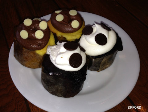 disney-vero-beach-pirate-dinner-cupcakes.jpg