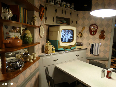 disney-world-50s-prime-time-cafe-table.jpg