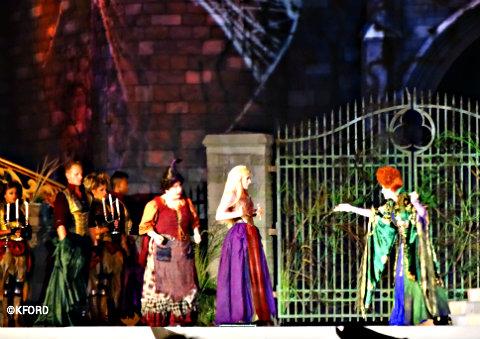 disney-world-halloween-hocus-pocus-sanderson-sisters-2.jpg