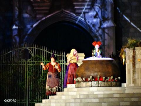 disney-world-halloween-hocus-pocus-sanderson-sisters-4.jpg