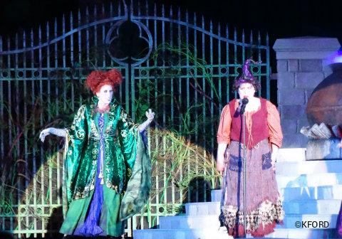 disney-world-halloween-hocus-pocus-sanderson-sisters-5.jpg