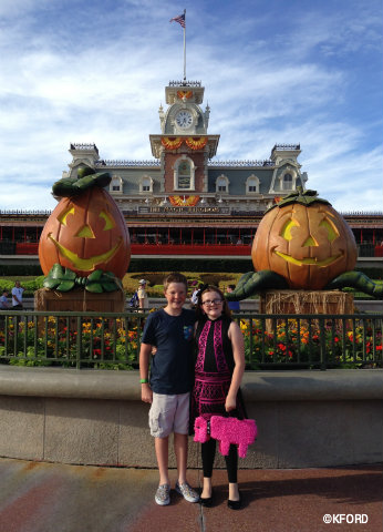 disney-world-mickeys-not-so-scary-halloween-party-2015-photo-op-train-station.jpg