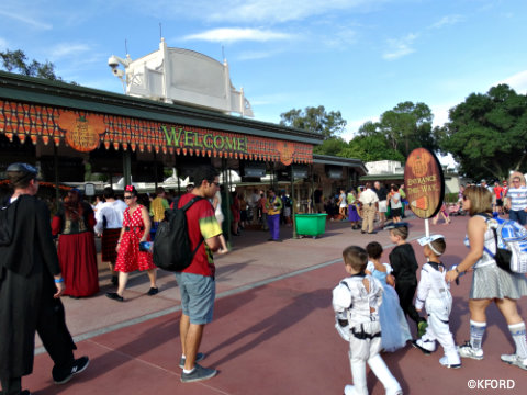 disney-world-mickeys-not-so-scary-halloween-party-entrance-2015.jpg