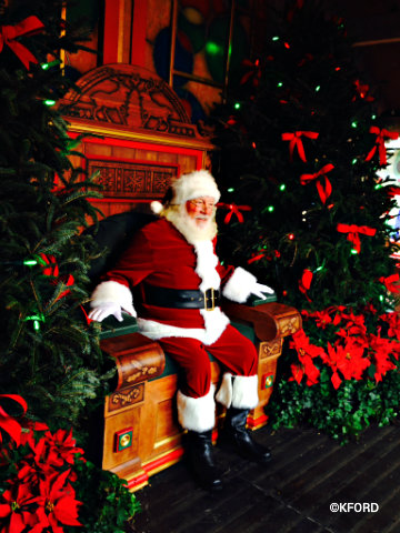 disney-world-santas-chalet-santa.jpg