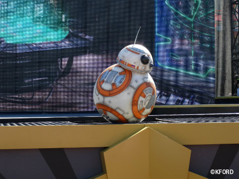 disney-world-star-wars-galaxy-far-far-away-bb8.jpg