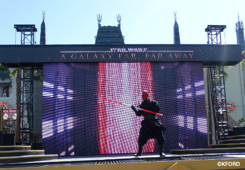 disney-world-star-wars-galaxy-far-far-away-darth-maul.jpg