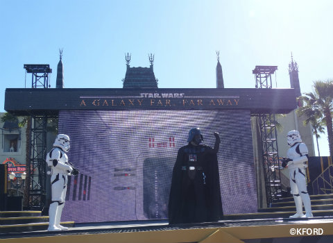 disney-world-star-wars-galaxy-far-far-away-darth-vader.jpg