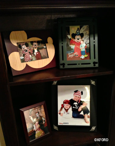 disney-world-wooden-photo-frames.jpg