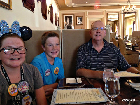 disneyland-carthay-circle-dinner-ford-family.jpg