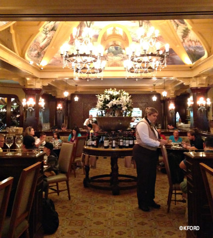disneyland-carthay-circle-main-dining-room.jpg