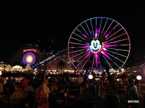 disneyland-carthay-circle-viewing-area-world-of-color.jpg