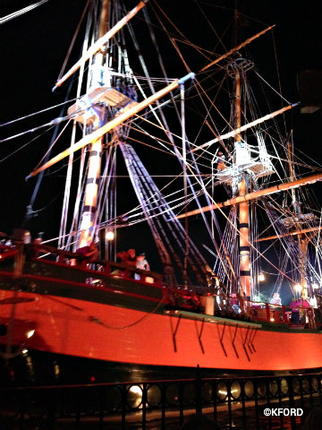 disneyland-fantasmic-pirate-ship.jpg