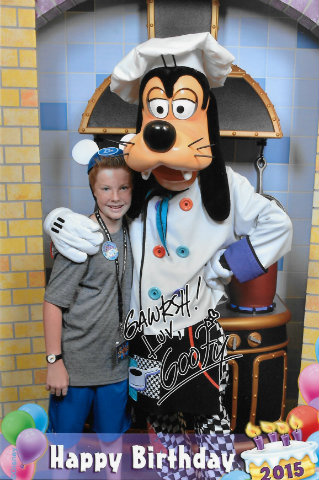 disneyland-goofys-kitchen-carter-goofy.jpg