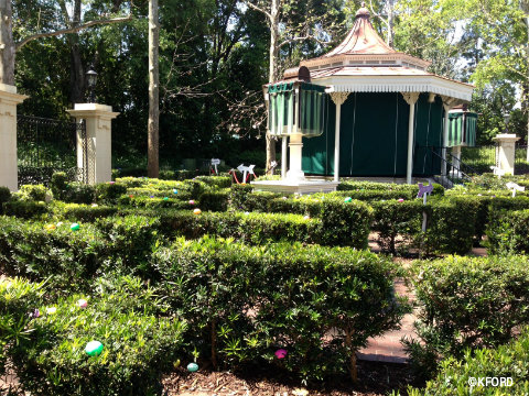 epcot-easter-uk-maze-gazebo.jpg